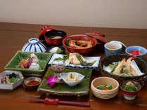 *夕食 地元食材をふんだんに使用した食事は当館の自慢の一つ。