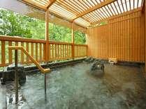 【大浴場・檜扇露天】春~夏は新緑を愛でながらご入浴。