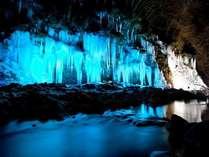 【冬】三十槌の氷柱。青の景色が広がります。