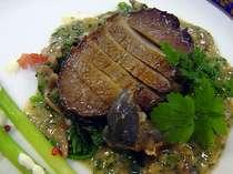槇之木シェフオリジナル!人気の「鮑ステーキ」。肝ソースで・・・<料理一例・季節により異なります>