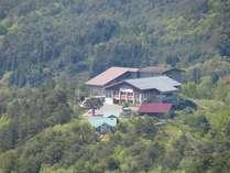 新緑の中の津黒高原荘