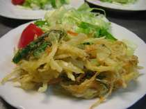 献立一例:春の野菜をたっぷり入れて掻き揚げに・・お酒にもご飯にも合うおかずです。