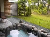 庭園調の広々とした本館露天風呂付和室
