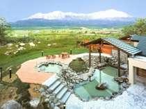 大雪連峰を眺めながらの温泉は最高!