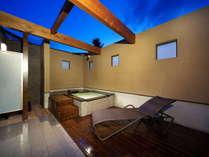 2014年OPEN 三世帯向け 禁煙露天風呂付客室「笛吹」の、露天スペースは、36平米の広さです。