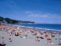 夏本番の今井浜。ビーチは庭続きだから、水着のままどうぞ