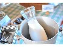 朝食バイキングで地元生乳屋さん松田乳業【85℃15分間殺菌】の旨い牛乳をご用意しています。