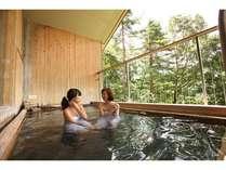 【展望露天風呂】天然温泉露天風呂♪山並みの景色を望む格別なひと時。