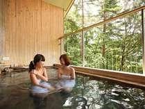 絶景の温泉露天では、春は新緑、冬は雪見風呂をお楽しみ頂けます。