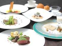 季節の新作フレンチ四季折々の食材がメインのフルコースです。