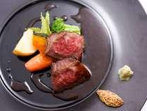 【プレミアムメイン】牛肉を炭火で香ばしく焼き上げた「お肉料理」