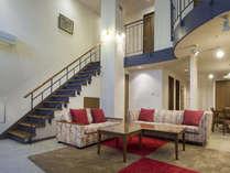 お部屋の中に階段が組みこまれた2階層のお部屋です。