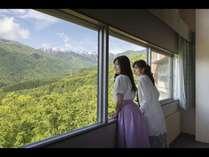 リビング付ツインルームからは北アルプスの絶景がお出迎え致します。