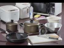 キッチン付のお部屋には長期滞在用の調理器具をご用意しております。