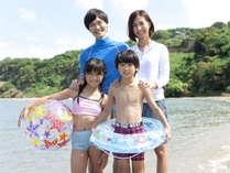 【夏休みファミリー★2食付】海で遊ぶお子様は満面の笑み♪小学生と幼児は特割 添寝の幼児は無料