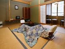 第2別館客室。全室川沿いです。冬季はこたつです(^^)