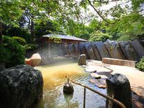 緑いっぱいの露天風呂!心地よい風に吹かれていい気持ち♪