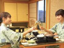 夕食はお部屋食♪ 個性あふれる客室で過ごす!『活き鮑酒蒸し&仙台牛石焼き 緑水御膳』