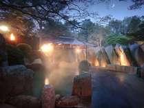緑水亭ならでは!篝火を灯す、幻想的な露天風呂♪