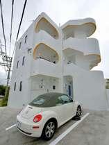 外観写真駐車スペースは基本的に1室1台となっています。