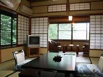 静けさが漂う日本建築。離れの2階