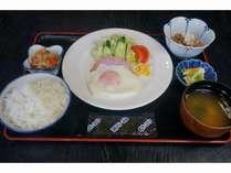 極上「矢代産コシヒカリ」を使用したご朝食(和食セット)。/営業時間 6:30~9:30