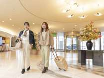 ◆ロビー◆広々と開放感あるロビー奥には、ご宿泊の皆様をお迎えするフロントカウンターがございます。