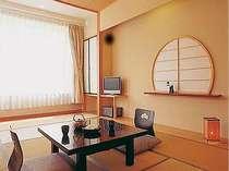 【東風(こち)】海が一望の客室。客室は全て海を一望でき、正面に篠島を望めます★降り注ぐ朝陽は絶景!