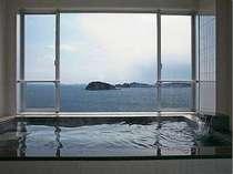 絶景の景色を眺めながら湯浴を満喫。刻一刻と変わる海景色はいつ見ても飽きないです