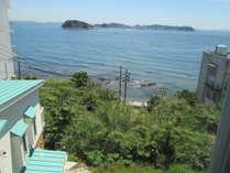 客室からの眺望。朝日や夕日、海風が気持ちよく入ってきます♪