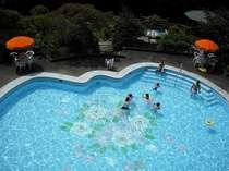 四万温泉で唯一!四万たむら「さくら」プールは川の音が心地よい。7~8月湯巡りパスポートでご利用可。