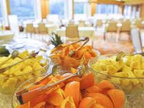 ご朝食・特選バイキングでは、ご好評を頂いております新鮮でヘルシーな野菜やフルーツ・他を豊富にご用意♪