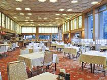 お食事会場ホールグランテいィエラ、広々とした会場ででゆっくりとお食事をお楽しみください。