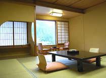 清祥館客室。お部屋からは清流のせせらぎや山並みなどをお楽しみ頂けます。