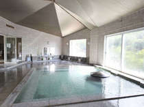 四万の中で唯一の展望風呂・メルヘンの湯。屋上にあり、360°パノラマ景色を堪能できます。