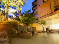 岩船の湯 舟の形をした石造りの湯船。天然保湿成分メタケイ酸豊富な美肌の湯、かけ流し天然温泉。