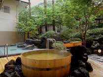 岩船の湯。樽型露天。露天風呂付特別室もこれと同型がある