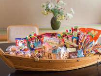 懐かしのお菓子から旬の新発売のお菓子まで!お部屋でのおしゃべりのお供に。