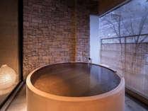 【円~MADOKA~】広めのお部屋とお風呂を満喫。至福のひとときをお過ごしください。