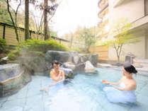 岩船の湯 舟の形をした石造りの内湯。天然保湿成分メタケイ酸豊富な美肌の湯、源泉かけ流し天然温泉。