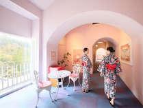 世界初★ハローキティデザインの美肌温泉「メルヘンの湯」エントランス