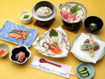 *ご夕食一例/はまなすコース。品数が少なめで、一番リーズナブルなコースです。