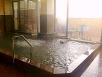 大浴場(日頃の疲れをゆっくり癒してください)