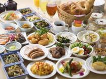 【約30品の和・洋バイキング】季節のお味噌汁や煮物、パン・コーヒーもあります。(6:30~10時)