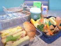 朝食はお部屋へのテイクアウトも可能です。(写真はパンの一例、前日までのご予約でレストランお渡し)