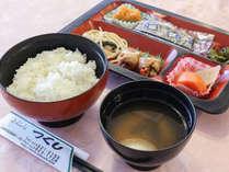 *朝食/翌朝は和定食をご用意。