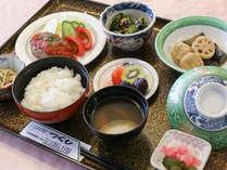*夕食一例/料理人手作りのボリューム&栄養満点の夕食をご提供