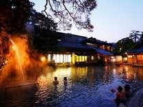 夜は幻想的☆・・・日本一の露天風呂!