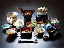 【一番人気!基本プラン】夕食時その場で選べる一品料理!旬の地元食材を使用した月替会席(全11品)