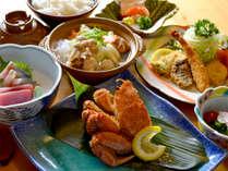 *【夕食(一例)】地元の新鮮な食材をご堪能下さい。